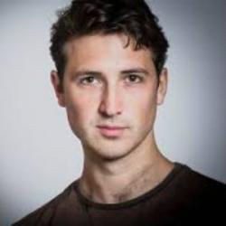 Ben Lloyd-Hughes - Acteur