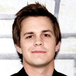 Johnny Simmons - Acteur