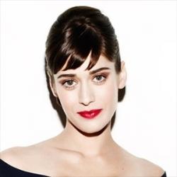 Lizzy Caplan - Actrice